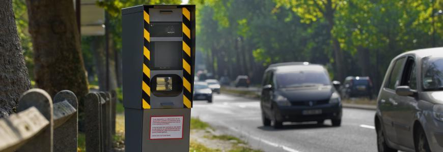 Les applis anti-radars comme Coyote et Waze pourraient prochainement voir certaines de leurs fonctionnalités interdites.