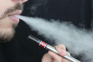 dehan-schinazi-avocat-permis-de-conduire-fumer-cigarette-electronique-volant